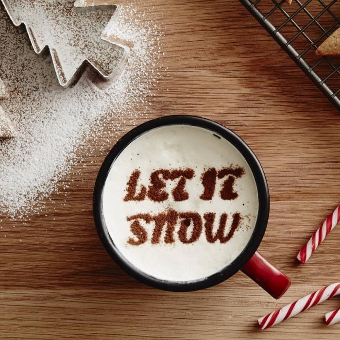 réaliser une jolie décoration de Noel sur boisson chaude, kit chocolat chaud pour préparer une boisson au chocolat de noel