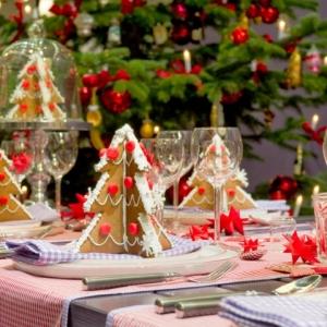 Choisissez votre déco de table pour Noël facile parmi plusieurs idées ingénieuses