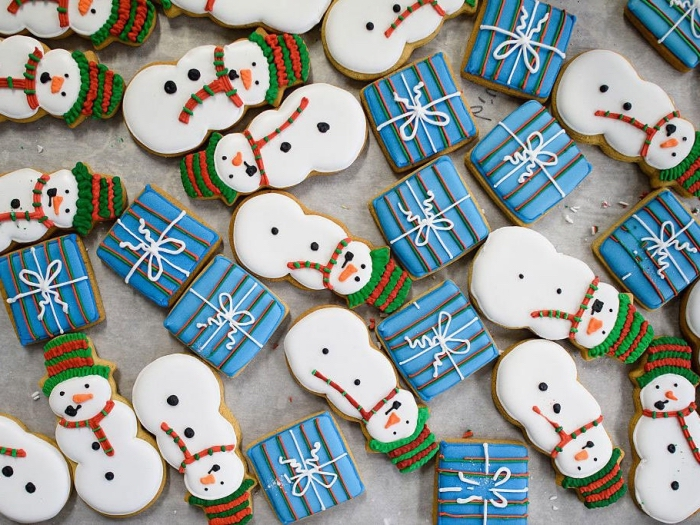 recette biscuits de noel facile, cookies en formes bonhomme de neige, comment décorer les biscuits de noel