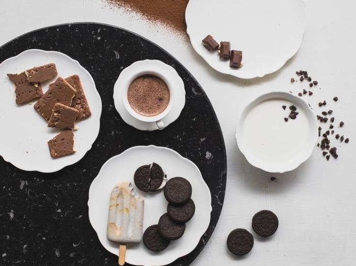 préparer un chocolat chaud thermomix, recette boisson réconfortante au chocolat fondu et lait, comment servir une tasse de chocolat