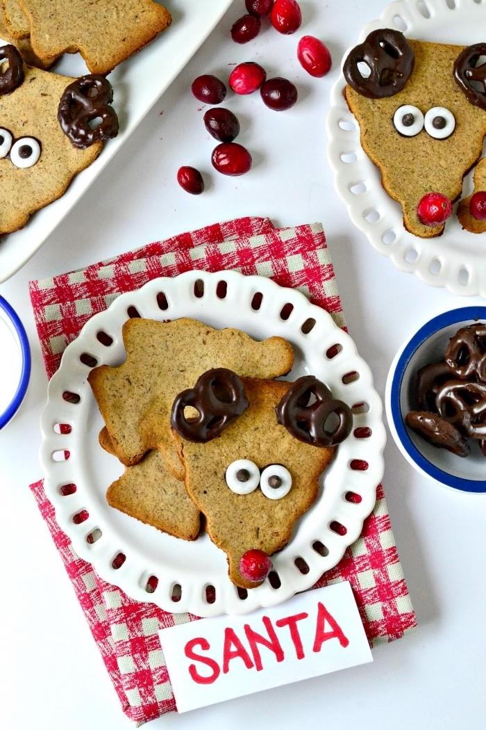 bredele de noel au gingembre et miel, exemple comment faire des cookies avec les enfants, déco biscuit en forme cerf de noel
