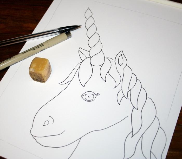 dessin tête de licorne avec corne torsadée et un larme museau à décorer avec des motifs abstraits et des zintangles