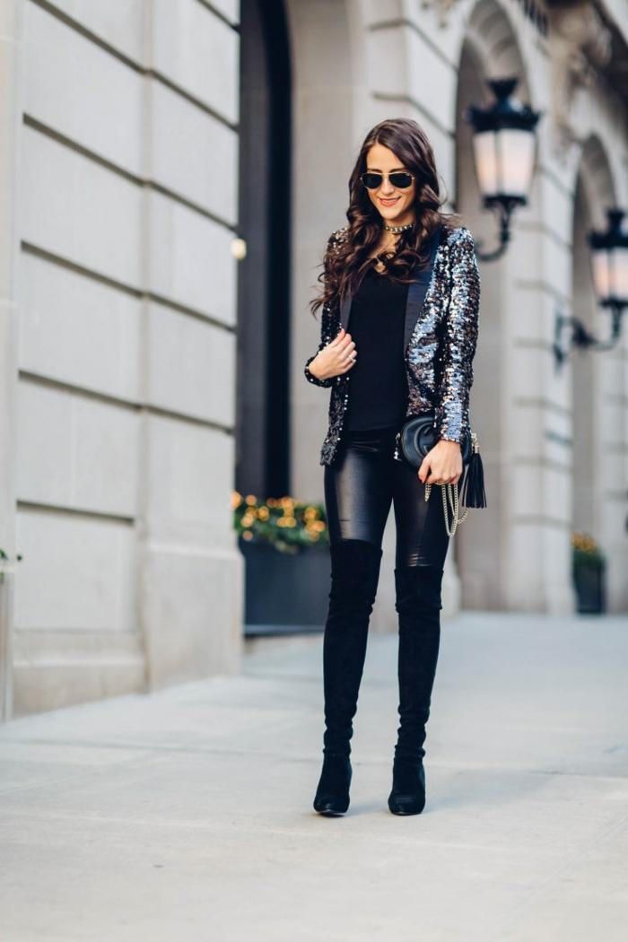 tenue chic femme, cuissardes longues, veste noire pailletée, pull noir, lunettes de soleil