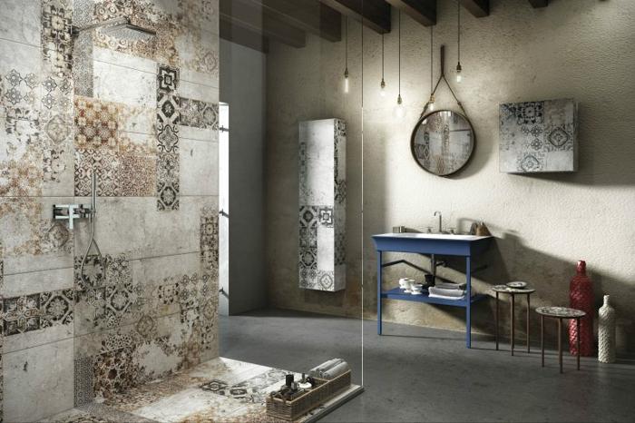 mur motifs carreaux de ciment, lampes ampoules, miroir rond, meuble vasque récup, poutres au plafond, miroir rond accroché