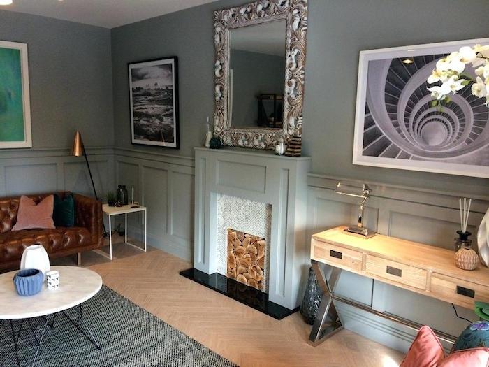 manteau cheminée décoratif simple gris vert avec cadre imitation tas de buches dans salon design rétro avec meubles créateur et cadres aux murs