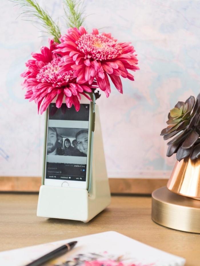 cadeau high-tech pour mère, modèle de vase chargeur pour portable, accessoire déco pratique pour femme