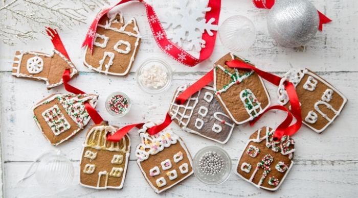exemple comment décorer les sablé de noel poudre d amande ou gingembre, modèle de biscuit maisonnette facile
