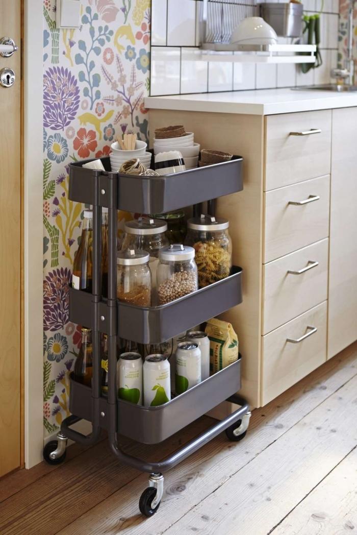 une desserte räskog d'ikea transformée en meuble rangement cuisine fonctionnel