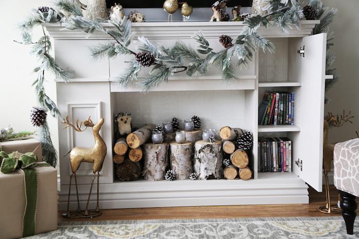 meuble décoration fausse cheminée en bois blanc avec rangements type commode comme support tv avec déco de noel scandinave avec buches en bois