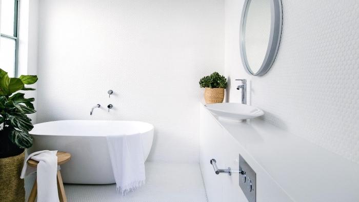 intérieur scandinave dans une petite salle de bain, comment décorer une salle de bain 5m2 avec meubles bois