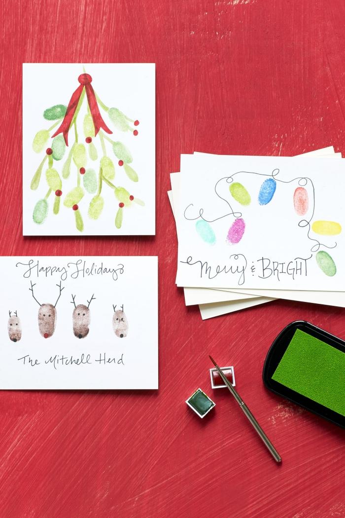 technique de décoration papier facile pour les fêtes de Noel, activité Noel pour enfants, carte de noel scrapbooking modele de carte de voeux avec dessins et empreintes d'enfants