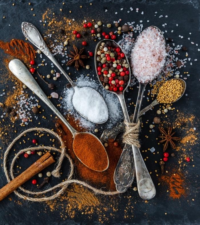 set de cuillère vintage pour épices, cadeau maman noel, accessoires et outils de cuisine pour Noël, image épices et aromates de cuisine