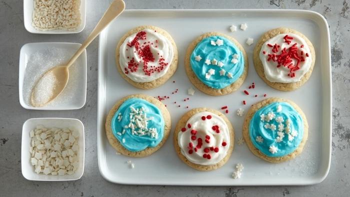 bredele alsacien, décoration avec glaçage coloré, colorant alimentaire bleu, idée recette friandise de noel facile
