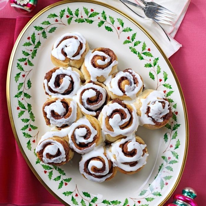 idée feuilleté sapin facile et rapide au gout sucré, mini escargots en pâte feuilletée en forme de sapin pour gâteau noel facile