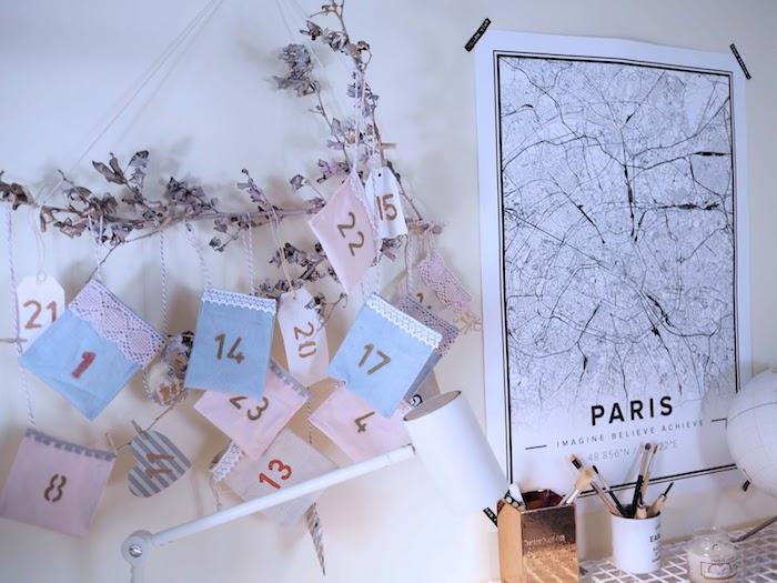 decoration de noel style hygge, branche de bois avec des sachets tissu et dentelle suspendues, calendrier de l avent adulte
