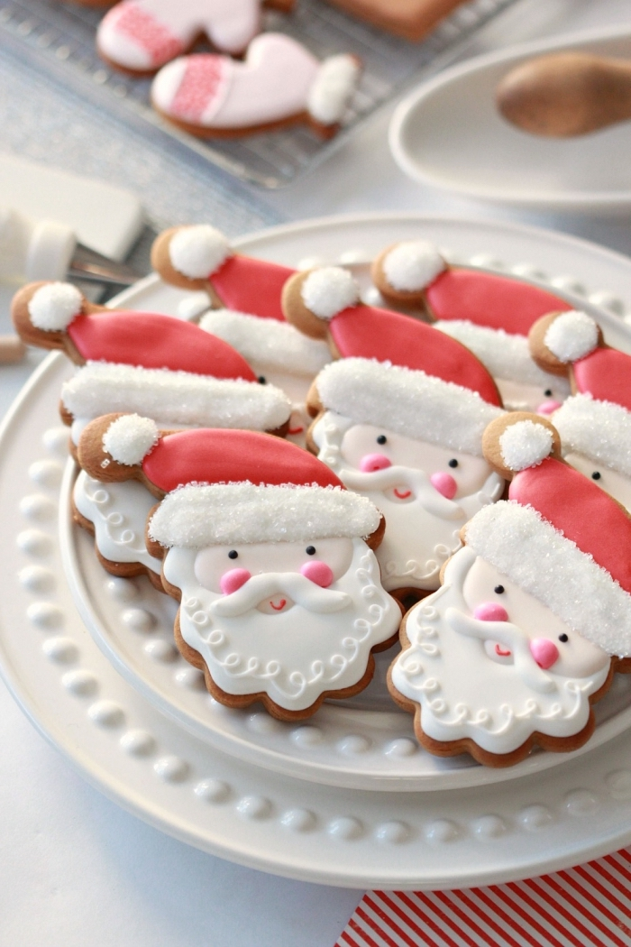 cookies en forme père noel au glaçage royal, recette biscuit de noel americain, recette mignardise facile et rapide
