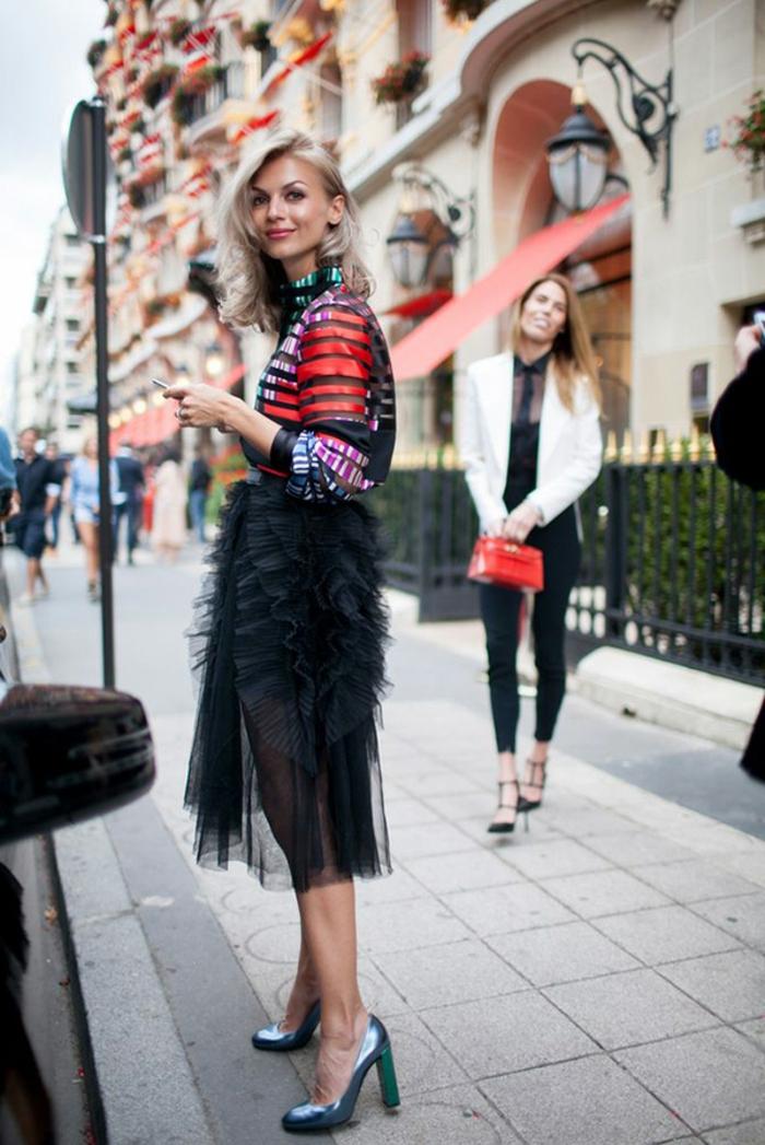 Pull de noel femme, pull noel famille costume mere noel tenue simple et chic, jupe mi longue et top moderne