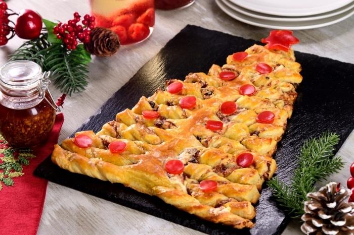 sapin apero pour noel, recette facile et rapide en pâte feuilletée pour apéritif noel, faire un sapin de pâte feuilletée