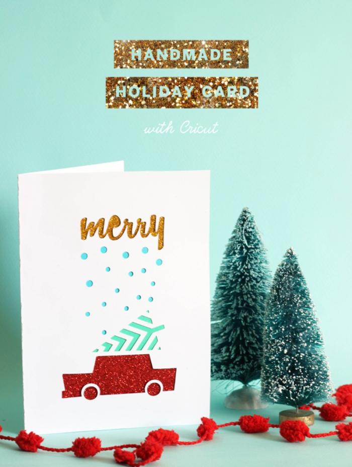 carte de noel a faire soi meme facile, papier cartonné blanc aux motifs de Noel, technique art papier avec figurines découpés dans papier coloré