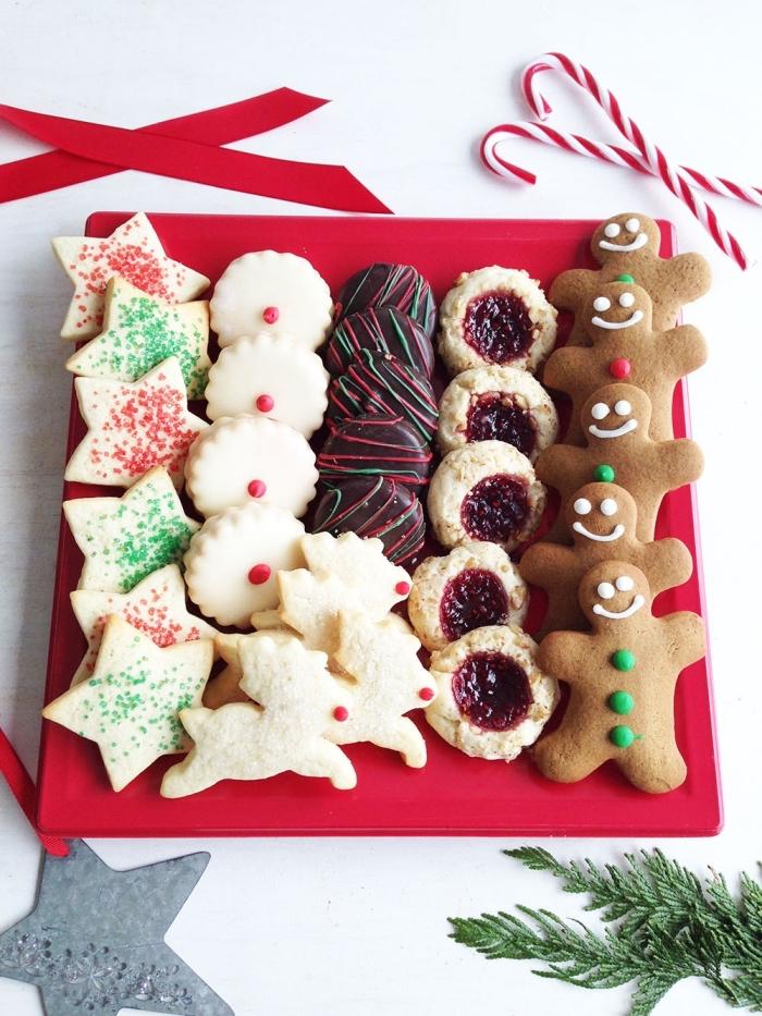petit gateau de noel en forme étoile, comment faire des biscuits en formes de noel avec emportes pièces, recette noel facile