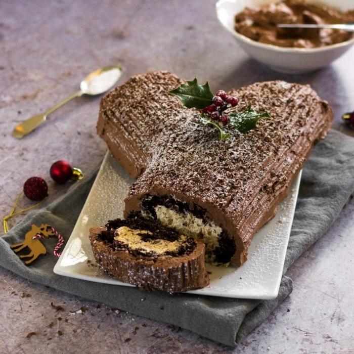 recette végétalienne de buche patissiere facile chocolat et caramel au beurre salé, à base d'un biscuit sans oeufs