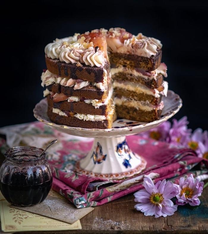 idee de gateau fait maison de noel en gingembre et poires, recette traditionnelle de noel avec pâte pain épices