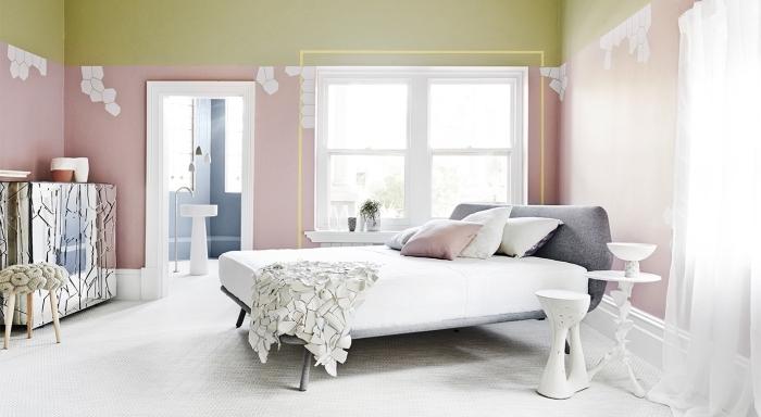 design intérieur moderne, tendance coloris murs dans une chambre à coucher, peinture 2 couleurs vert et rose pastel dans une chambre