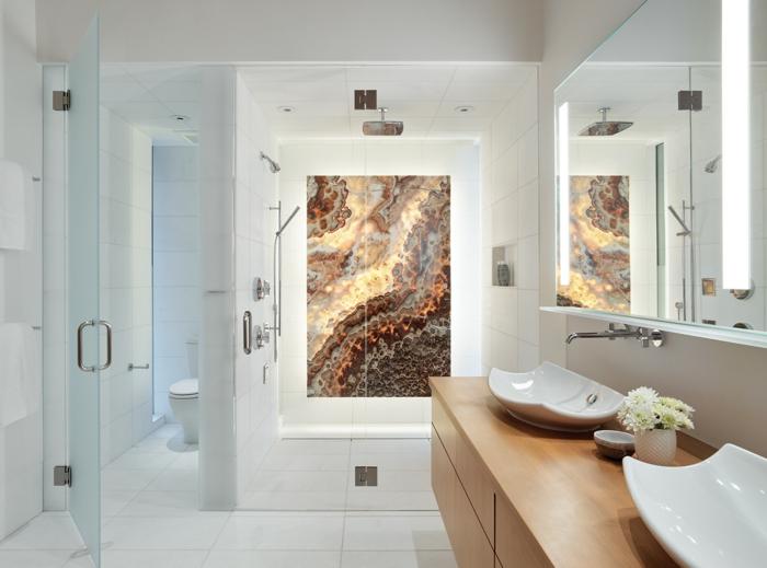 salle de bain blanche, meuble de bain bois, vasques asymétriques, panneau décoratif, ambiance blanche