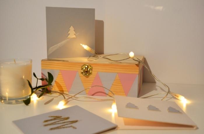 modèle de carte de Noel fait main stylée, exemple de carte de voeux personnalisé en style minimaliste avec petite figurine sapin découpé en papier