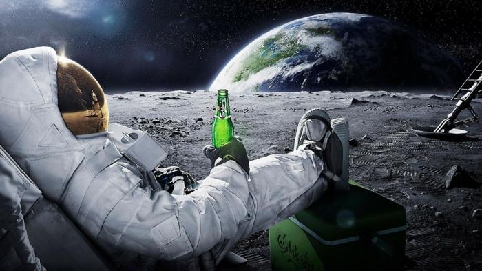 Beau fond d écran drole les plus beaux fonds d écran motivation de ne pas travailler, astronaute qui regarde la terre en buvant sa bierre