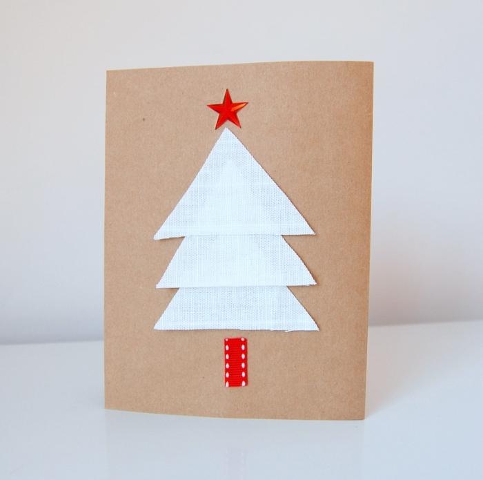 art du papier pour noel, exemple de carte noel diy en papier kraft avec sapin blanc découpé de tissu, bricolage de noel