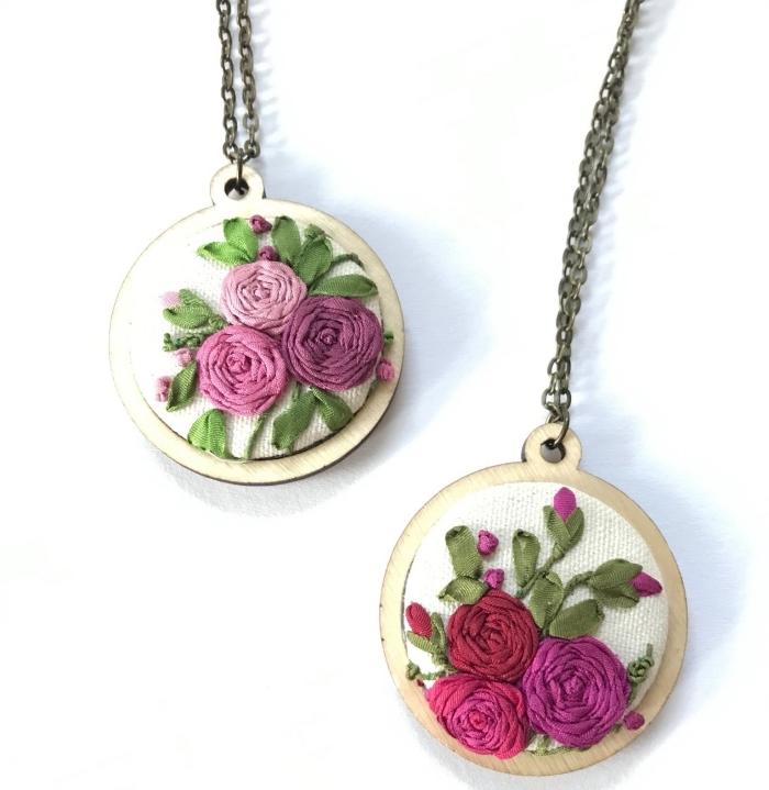 cadeau anniversaire maman, modèle de bijou original pour femme, exemple de collier fait main en bois et fleurs brodées