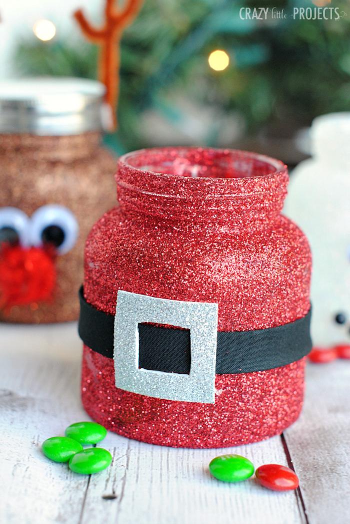 recyclage pot en verre pailleté de paillettes rouges, ceinture père noel, activité noel maternelle, pot à bonbons diy