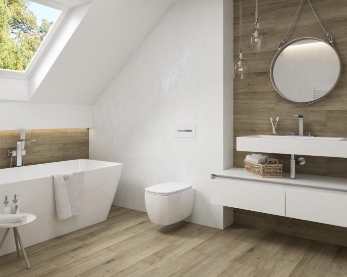 amenagement petite salle de bain 4m2, déco salle de bain sous pente avec revêtement en carreaux imitation bois