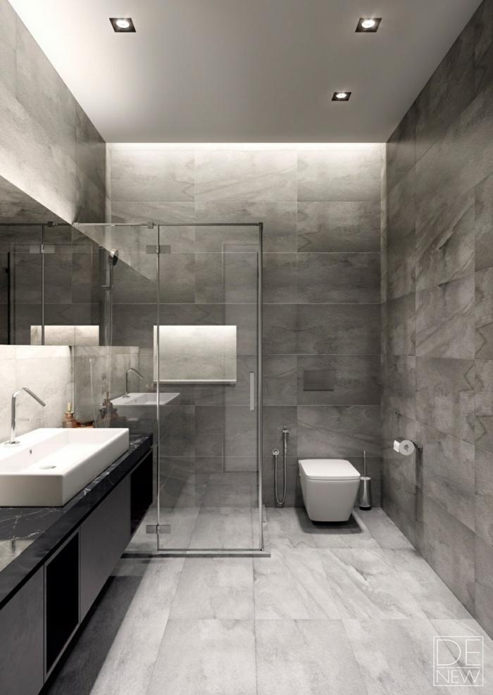salle de bain italienne, carreaux gris, plafond blanc, spots encastrés, plan de vasque noir, vasque rectangulaire, modele salle de bain contemporain