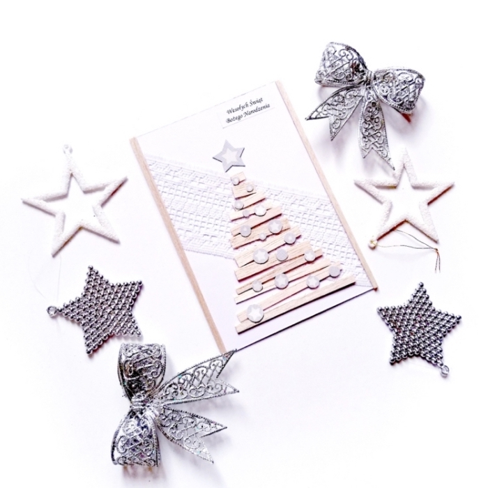 diy carte de noel en papier scrapbooking blanc avec décoration sapin découpé de bande papier cartonné, carte de noel a fabriquer