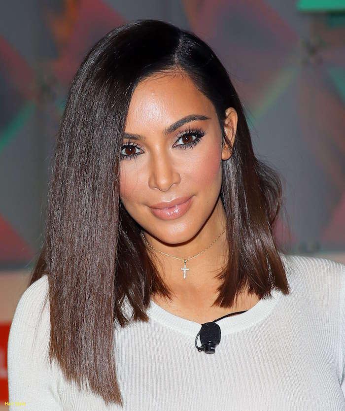 coupe de cheveux kim kardashian type carré asymétrique long et couleurs cheveux marron glacé