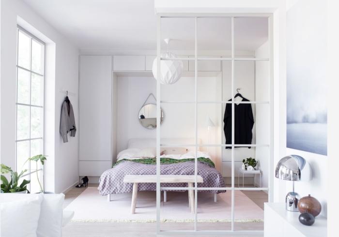 deco chambre femme en blanc, design intérieur de style minimaliste avec meubles en bois clair, idée peinture pour chambre