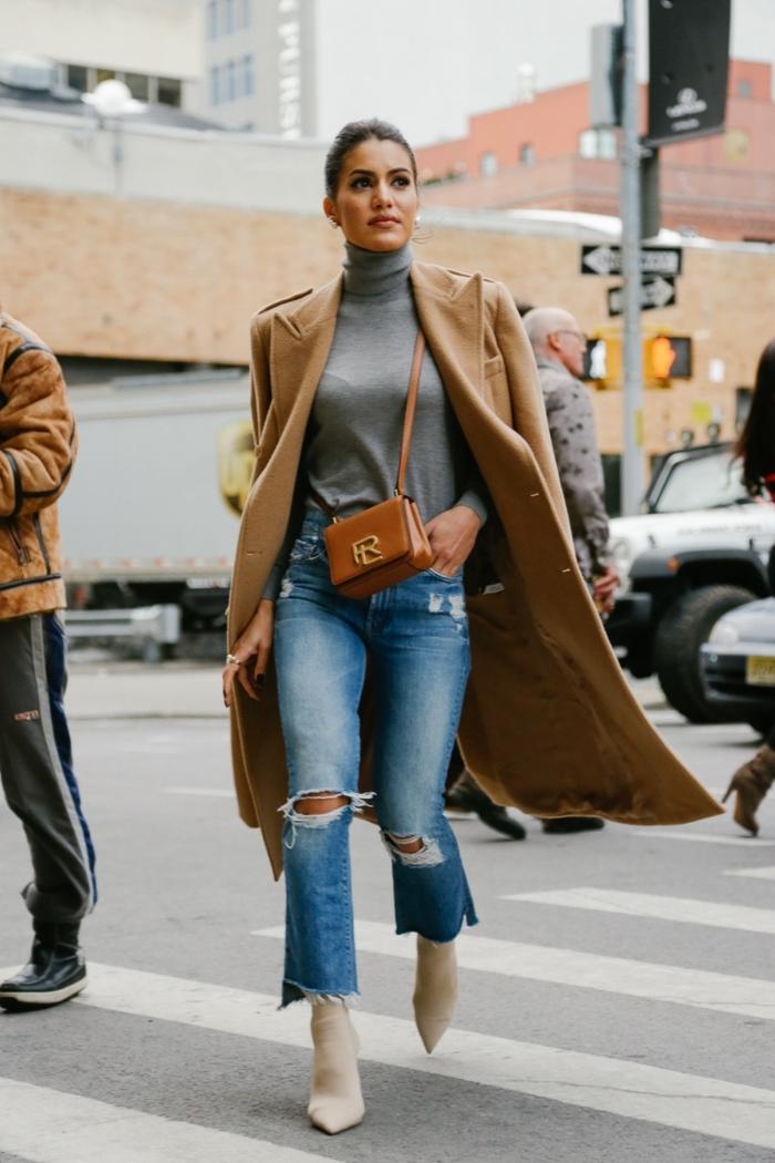 jeans déchirés, sac femme caramel, manteau camel femme, pull col montant d'hiver