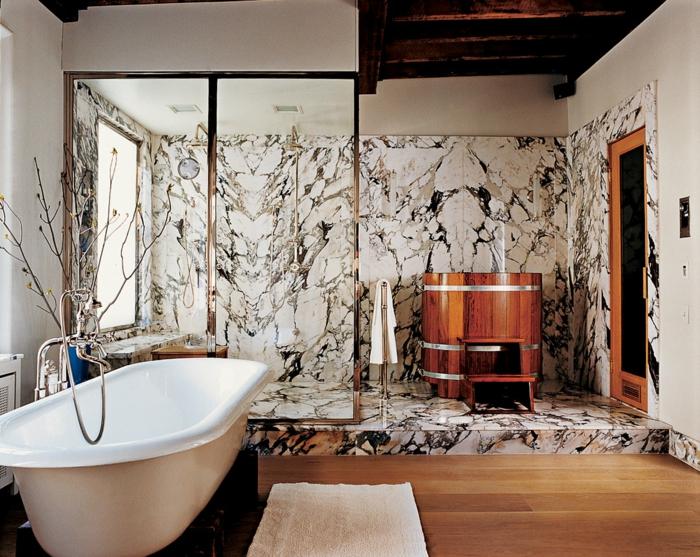 paroi de douche en verre, sol en bois, commode en bois, murs de la cabine de douche en marbre