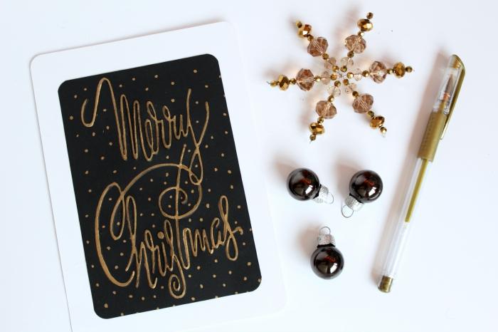 modèle de carte de voeux noel stylée en blanc noir et or, exemple de carte DIY en papier noir avec bordure blanche et mots doux en marquer doré