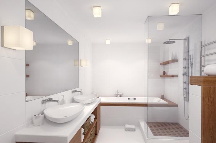 carrelage salle de bain, modèle salle de bain avec baignoire, exemple rangement mural avec étagères en bois
