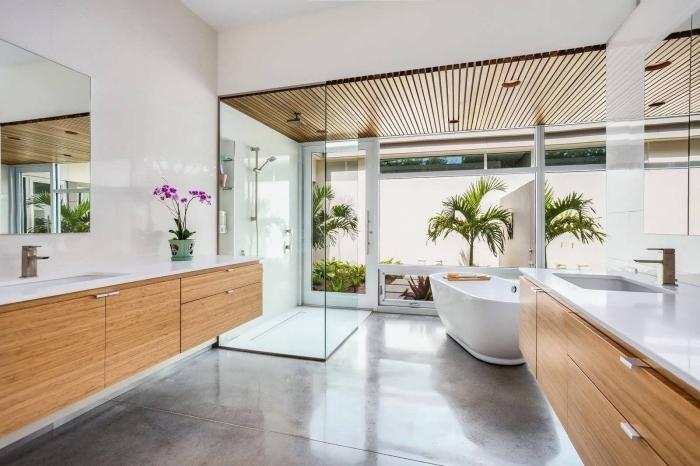 comment aménager une salle de bain zen et relaxante avec grande baignoire et fleurs, idée équipement salle de bain spacieuse