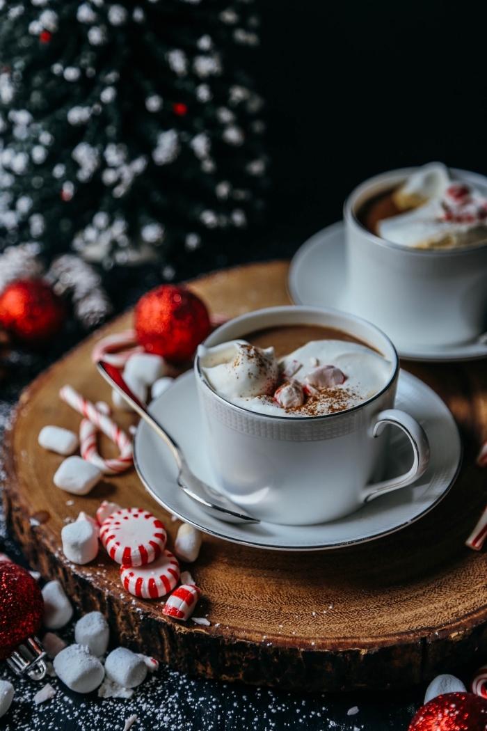 recette chocolat liégeois au chocolat fondu et crème fraîche, décoration de Noël à faire soi même en couleurs blanc et rouge