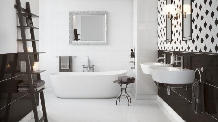 design intérieur stylé en blanc et noir, aménagement salle de bain avec baignoire et double lavabo, mur en carreaux blanc et noir