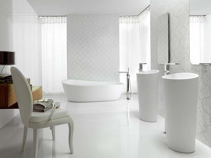 déco de salle de bain blanche avec deux lavabos et baignoire, idée comment faire une salle de bain pièce à vivre