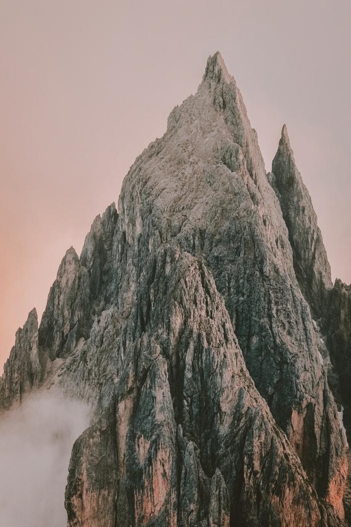 Image fond d écran paysage, fond d écran stylé pour fille iphone version, beau sommet très haut dans la montagne