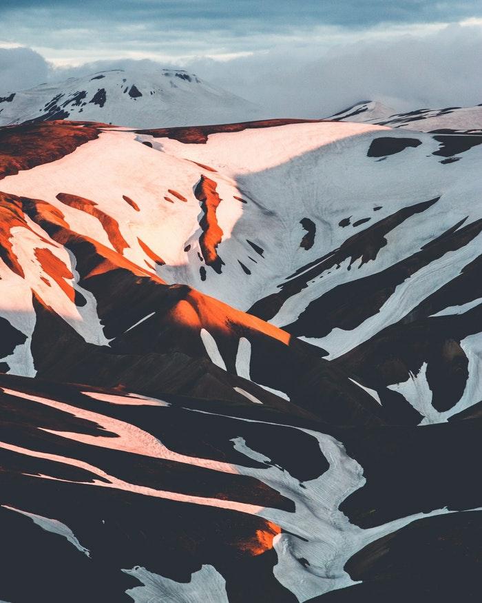 Belle photo fond d écran nike, fond d écran stylé arrière plan bureau, montagnes enneigés au coucher de soleil