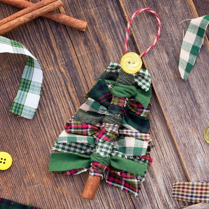 baton de cannelle décoré de bandes de tissu noués autour en noeuds et un bouton jaune en top, quelles activités manuelles en primaire