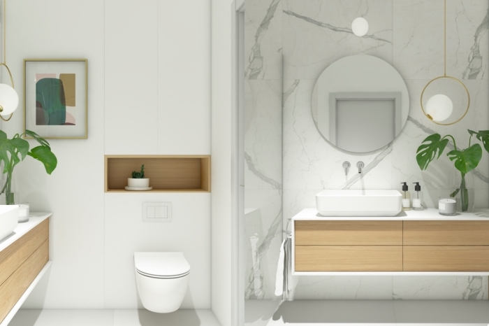 déco stylée et moderne dans une salle de bain minimaliste aux murs blancs avec objets en bois et plantes vertes